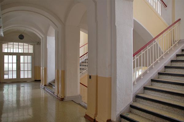 Altbau, Flur Und Haupttreppenhaus Im Erdgeschoss© MDM / Konstanze Wendt